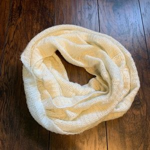 🎁 White Infinity Scarf /  GIFT w/ $20+ Purchase!